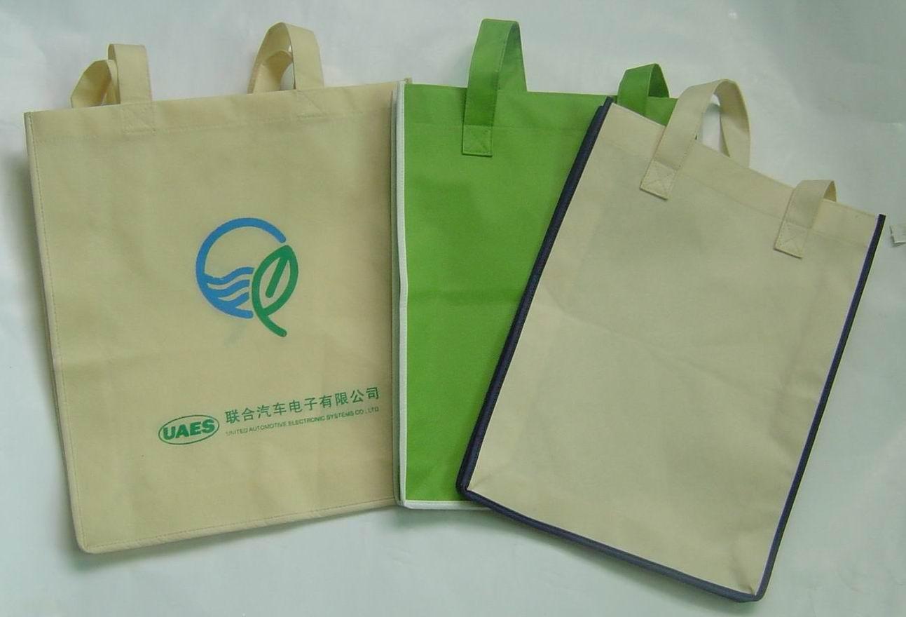 绿色无纺布袋矢量图