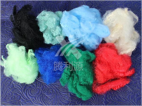 色彩丰富的丙纶短纤